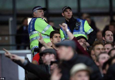 League Cup: Chelsea thua tran, fan au da kinh hoang - Anh 1