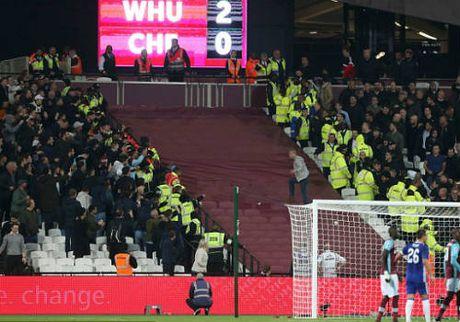 League Cup: Chelsea thua tran, fan au da kinh hoang - Anh 4