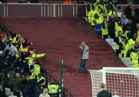 League Cup: Chelsea thua tran, fan au da kinh hoang - Anh 5