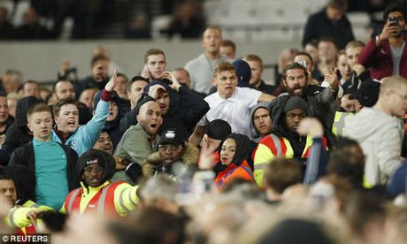 League Cup: Chelsea thua tran, fan au da kinh hoang - Anh 6