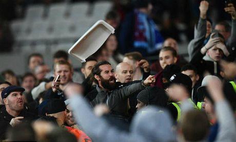 League Cup: Chelsea thua tran, fan au da kinh hoang - Anh 9