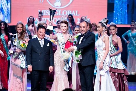 Bo suu tap hang hieu cua Nu hoang sac dep toan cau 2016 Ngoc Duyen - Anh 1