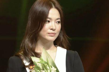 Song Hye Kyo – Song Joong Ki gianh giai thuong lon tai Han Quoc - Anh 10