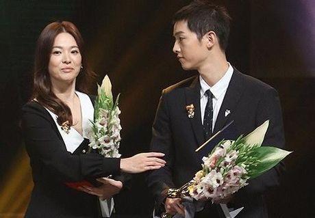 Song Hye Kyo – Song Joong Ki gianh giai thuong lon tai Han Quoc - Anh 2