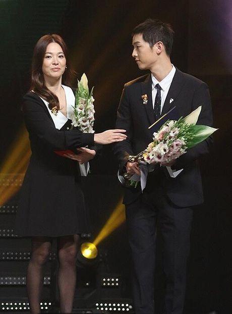 Song Hye Kyo – Song Joong Ki gianh giai thuong lon tai Han Quoc - Anh 7