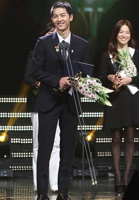 Song Hye Kyo – Song Joong Ki gianh giai thuong lon tai Han Quoc - Anh 8