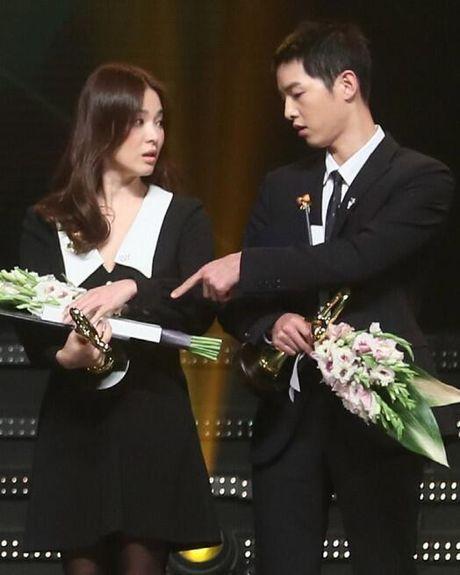Song Hye Kyo – Song Joong Ki gianh giai thuong lon tai Han Quoc - Anh 9