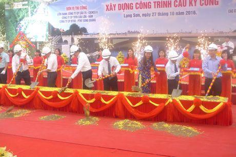 Hang nghin nguoi xuc dong 'chia tay' cau Ky Cung - Anh 2