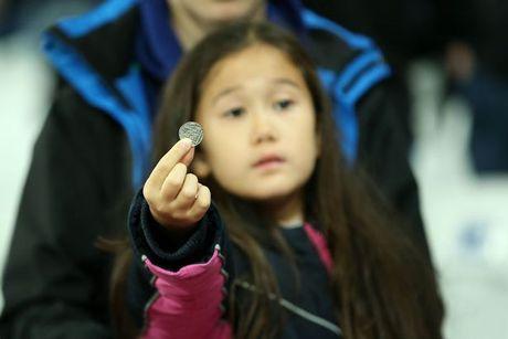 West Ham chien thang Chelsea trong tran cau nhuom mau bao luc - Anh 3