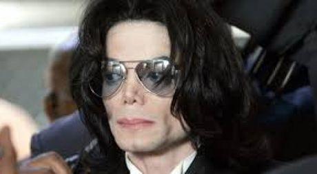 Huyen thoai Michael Jackson lai bi to cao cuong dam tre em - Anh 1