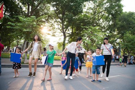 Hoa hau Ngoc Han, A hau Thanh Tu di day ve cho tre em - Anh 12