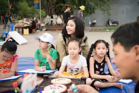 Hoa hau Ngoc Han, A hau Thanh Tu di day ve cho tre em - Anh 13