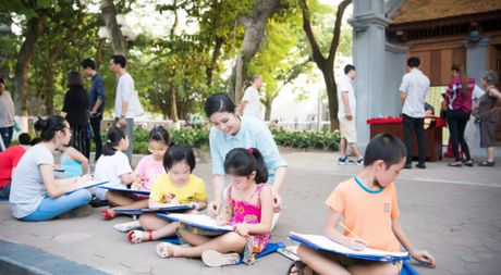 Hoa hau Ngoc Han, A hau Thanh Tu di day ve cho tre em - Anh 1