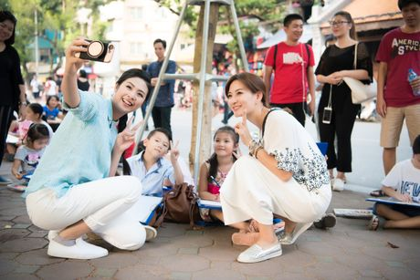 Hoa hau Ngoc Han, A hau Thanh Tu di day ve cho tre em - Anh 2