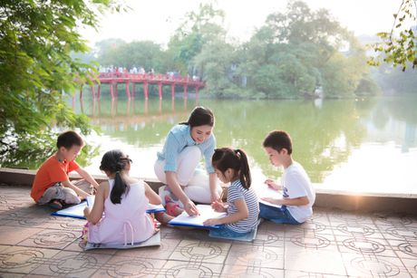 Hoa hau Ngoc Han, A hau Thanh Tu di day ve cho tre em - Anh 3