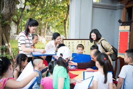 Hoa hau Ngoc Han, A hau Thanh Tu di day ve cho tre em - Anh 4