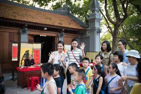 Hoa hau Ngoc Han, A hau Thanh Tu di day ve cho tre em - Anh 9