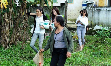 Lan Khue, Mai Ngo ra Ha Tinh cuu tro ba con sau lu - Anh 8