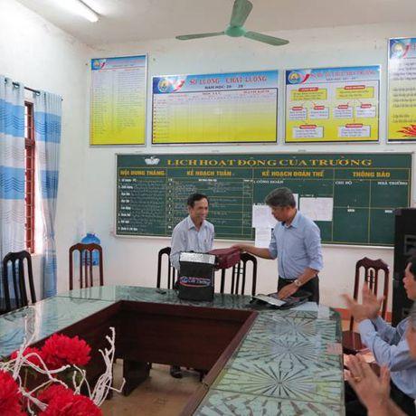 Cat Tuong ung ho 250 trieu dong cho hoc sinh hai truong THCS tai Quang Binh - Anh 6