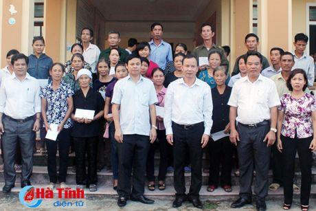 Cong doan Ngan hang Viet Nam ho tro nguoi dan vung lu 1,7 ty dong - Anh 4