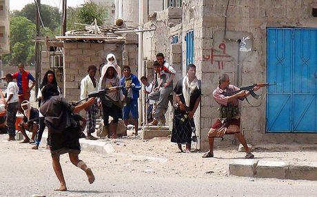 Giao tranh du doi o Yemen sau de xuat lo trinh hoa binh - Anh 1