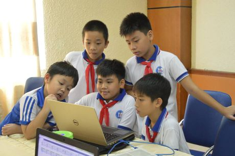 Hoc sinh Ha Noi thi tai lap trinh sang tao ve 'Giao thong cong cong' - Anh 1