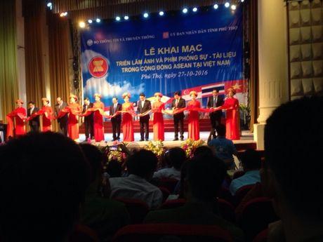 Phu Tho: Trien lam anh va phim phong su tai lieu ve ASEAN nam 2016 - Anh 1