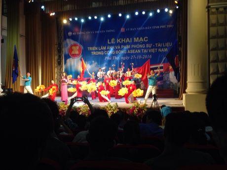Phu Tho: Trien lam anh va phim phong su tai lieu ve ASEAN nam 2016 - Anh 2