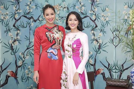 Pham Huong, Chi Pu dam tham trong thiet ke ao dai tai trien lam - Anh 2