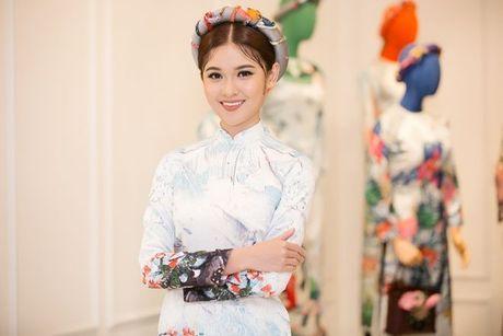 Pham Huong, Chi Pu dam tham trong thiet ke ao dai tai trien lam - Anh 4