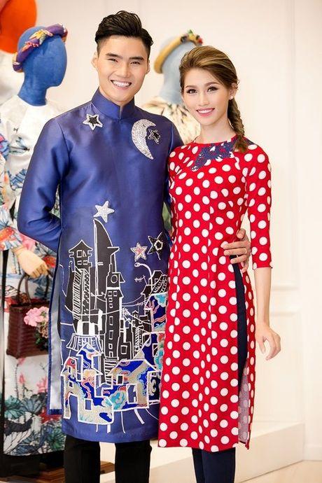 Pham Huong, Chi Pu dam tham trong thiet ke ao dai tai trien lam - Anh 8