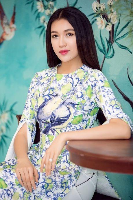 Pham Huong, Chi Pu dam tham trong thiet ke ao dai tai trien lam - Anh 9