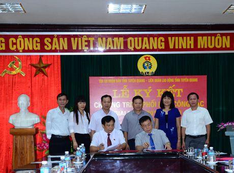 Cong doan va Toa an Nhan dan tinh Tuyen Quang ky ket Chuong trinh phoi hop cong tac - Anh 1