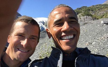 Tong thong My Obama bi con gai Sasha choc que tren mang - Anh 1