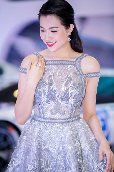 A hau Le Hang noi bat voi trang suc kim cuong - Anh 5