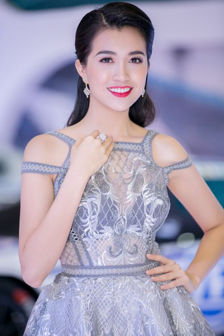 A hau Le Hang noi bat voi trang suc kim cuong - Anh 6