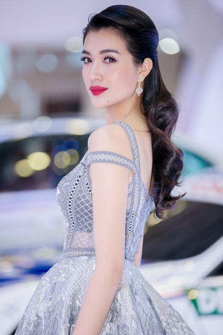 A hau Le Hang noi bat voi trang suc kim cuong - Anh 9