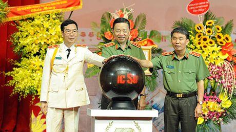 Bao Cong an Nhan dan ky niem 70 nam ra so bao dau tien - Anh 1