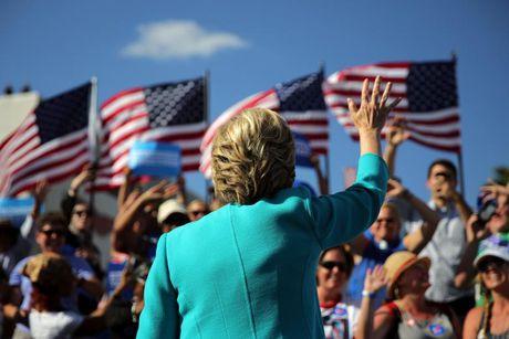 Cong hoa nga rap ve phe Clinton - Anh 1