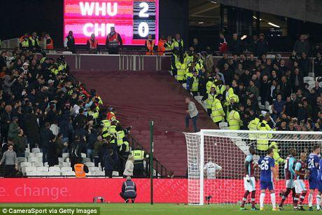 CDV Chelsea va West Ham au da ngay tren san - Anh 11