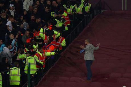 CDV Chelsea va West Ham au da ngay tren san - Anh 13