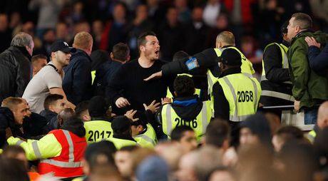 CDV Chelsea va West Ham au da ngay tren san - Anh 15