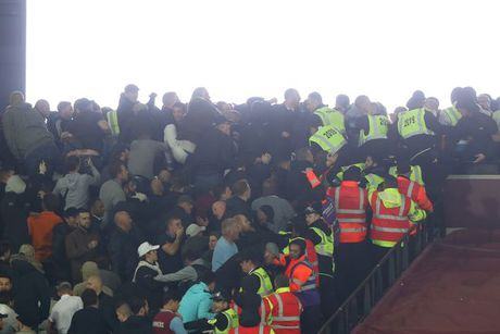 CDV Chelsea va West Ham au da ngay tren san - Anh 16