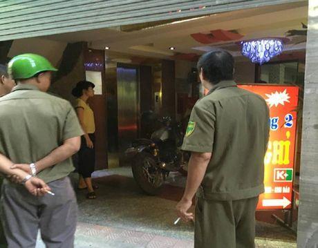 Hien truong vu no sung ban chet le tan nha nghi - Anh 7