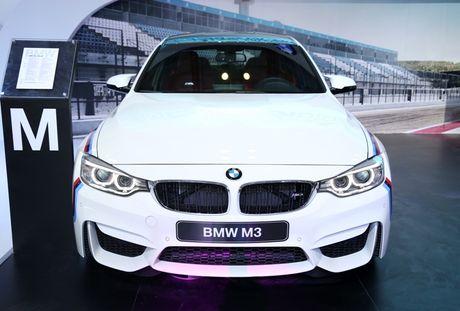 BMW dung la sieu xe, cong nghe va nguoi dep - Anh 3