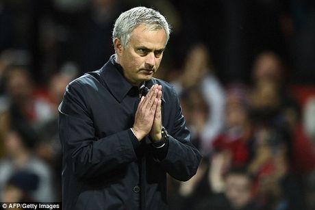 Mourinho chap tay xin loi mong duoc CDV MU tha thu - Anh 3