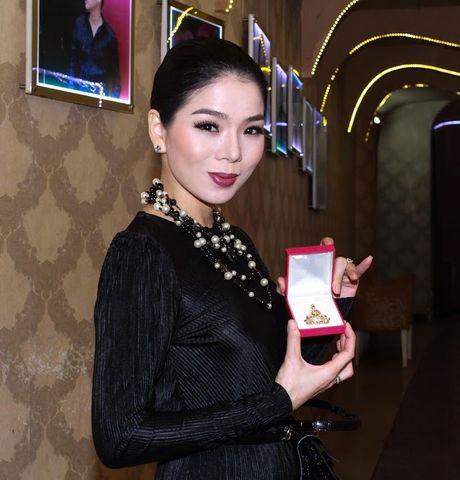 Le Quyen mang tuong Phat kim cuong dau gia tu thien - Anh 1
