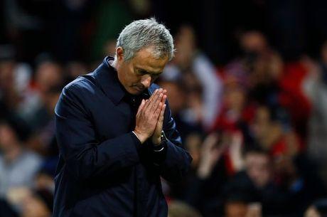 Mourinho chap tay vai xin loi co dong vien - Anh 3