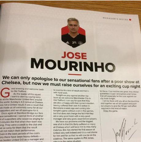 Mourinho chap tay vai xin loi co dong vien - Anh 4