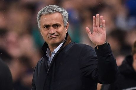 Mourinho doi mat voi an phat vi va mieng - Anh 1